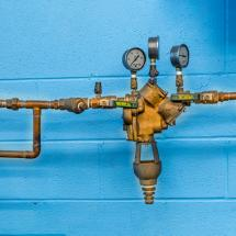 A backflow preventer device for houses